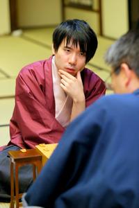 佐藤天彦八段が3勝目、奪取に王手 将棋名人戦第4局