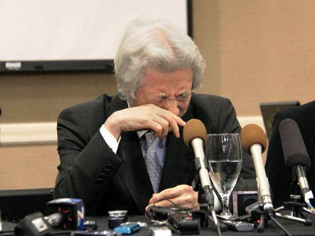元米兵らに思いを寄せ、感極まって涙を流す小泉純一郎元首相=5月17日、米・カールスバッド、平山亜理撮影