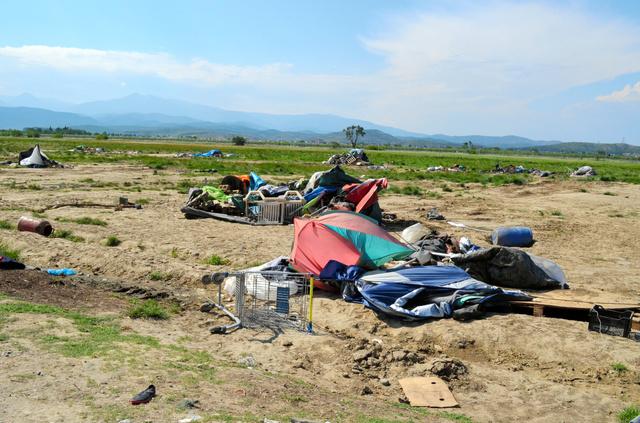 難民らが全員退去したギリシャ北部のイドメニ難民キャンプ=26日、山尾有紀恵撮影