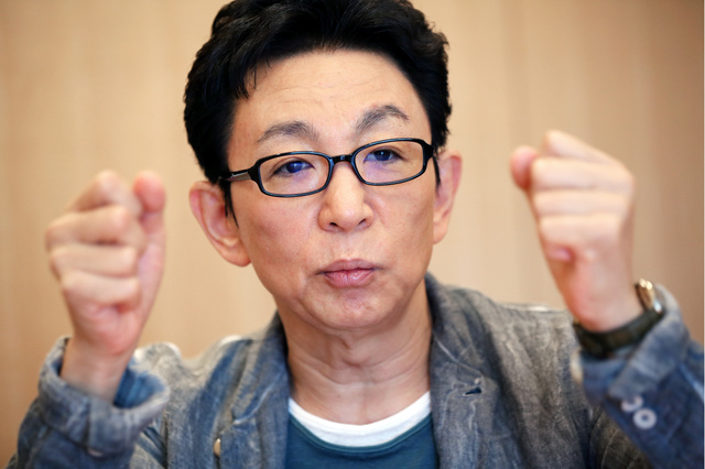 「報ステを見るのは毎日じゃなくて、時折。嫌な突っ込みじじいになっちゃうから」=東京・赤坂、早坂元興撮影