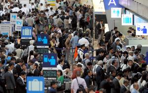 大韓航空機出火で欠航相次ぐ 3万6千人に影響