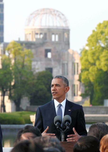 現職米大統領として初めて広島を訪れ、演説するオバマ米大統領=27日午後5時49分、広島市中区の平和記念公園、代表撮影