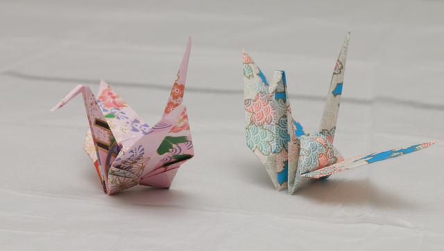 オバマ米大統領から贈られた折り鶴=27日午後8時46分、広島市中区、高橋雄大撮影