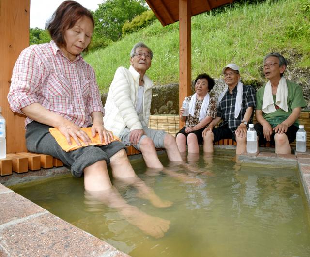 【社会】熊本地震で温泉湧き出た 産山の温泉館、足湯を無料 ...
