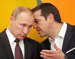 アテネで27日、会話を交わすプーチン大統領(左)とチプラス首相=AP