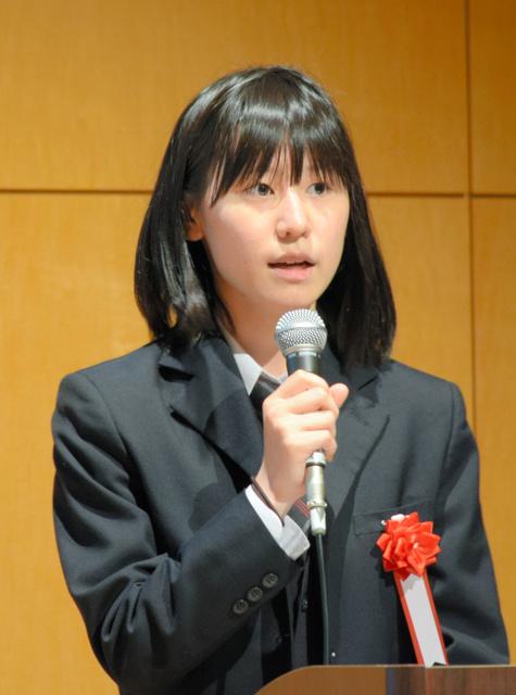 「農業の信頼回復を数字で」と話す安斎彩季さん=福島市