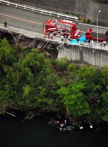 ワゴン車がダム湖に転落、5人死亡 大阪・河内長野