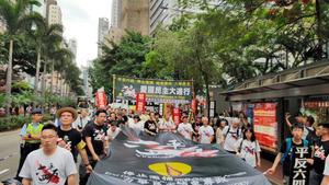 天安門事件から27年、香港でデモ 約1千人が参加