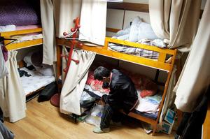 ホームレス支援、撤退相次ぐ 国の補助減で現場はいま