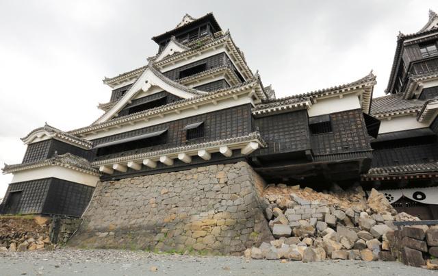 石垣が崩れた熊本城