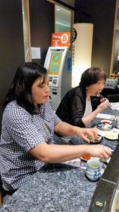ビットコインATMを設置した回転すし店「銀座沼津港」。「ビットコインで支払う人は増えている。5月は15件だった」(店長)。日本でもビットコインが使える店が増えている=東京都中央区