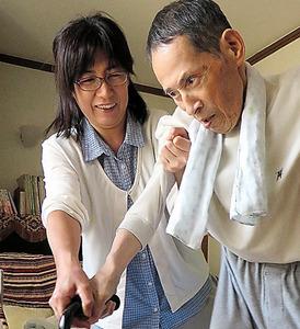 父・進さんのリハビリを手…
