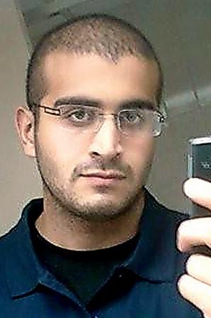 インターネット上で本人が公開していた、オマル・マティーン容疑者の写真=ロイター