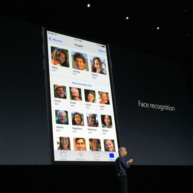 写っているものや人の顔を認識して自動的に分類する写真アプリ=サンフランシスコ、宮地ゆう撮影