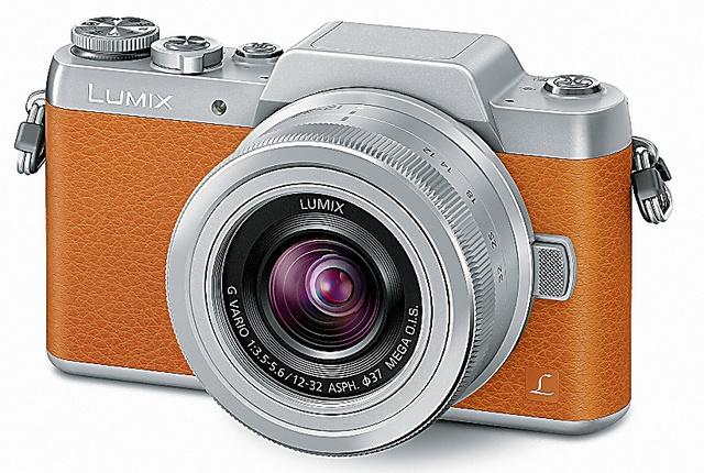 パナソニック「LUMIX DMC―GF7W」。標準と望遠のズームレンズ2本が付属。オープン価格(同社直販サイトだと税抜き6万6800円)。