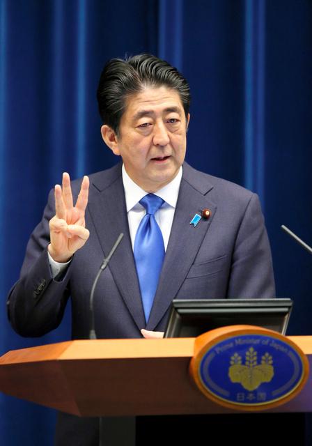 消費増税の再延期を表明する安倍晋三首相=1日、首相官邸、岩下毅撮影