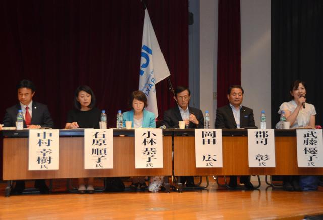 参加した立候補予定者たち=筑波学院大学