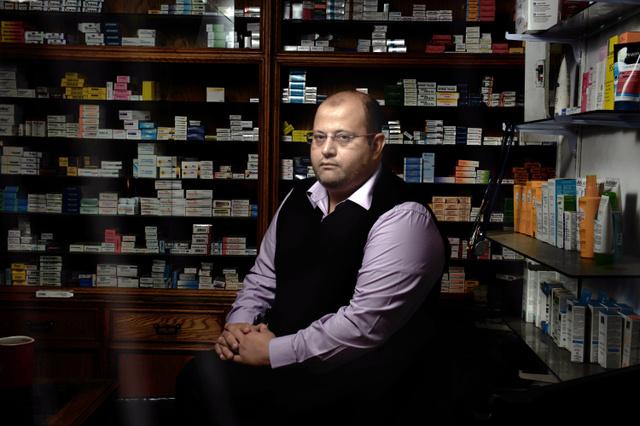 「医薬品をすべての人に」を立ち上げたワリード・シャーキーさん=カイロ