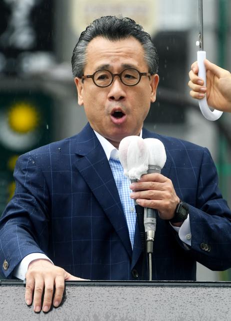 第一声を上げる新党改革・荒井広幸代表=22日午前10時9分、東京都港区、竹花徹朗撮影