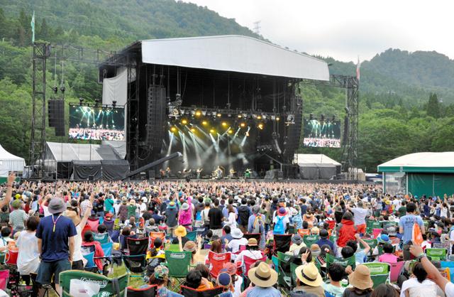 昨年のフジロック・フェスティバルは、延べ11万人超の観客が詰めかけた=2015年7月25日、新潟県湯沢町
