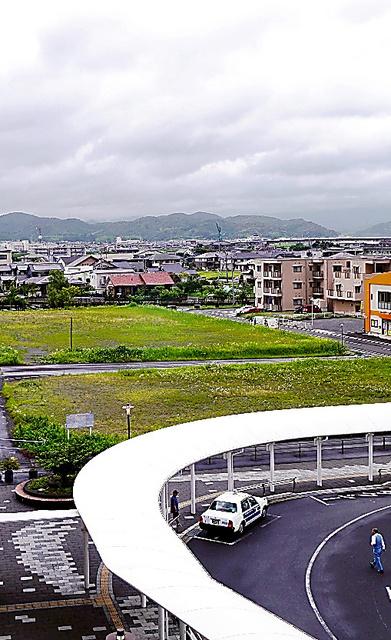 JR川内駅の東口にある会議施設の建設予定地=鹿児島県薩摩川内市