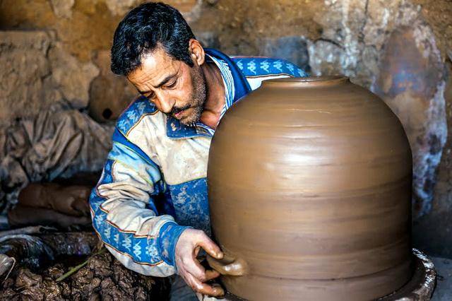 天然の「冷蔵庫」は原料の粘土の質が良いとされるマラケシュで作られている