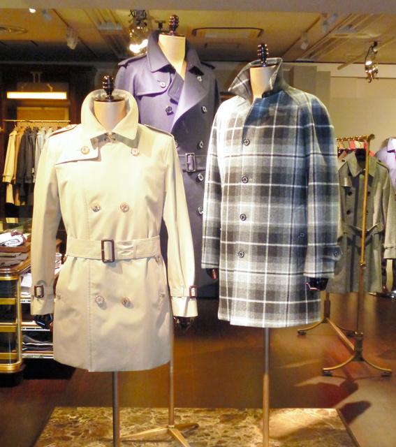 三陽商会が「バーバリー」の後継ブランドに据えた「マッキントッシュ ロンドン」のコート=東京都港区
