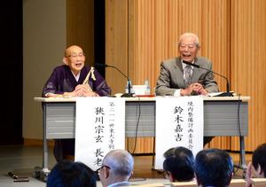 狹川宗玄さん(左)と鈴木嘉吉さん=奈良市の東大寺