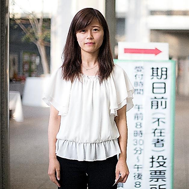 <大学1年生 富沢佳南さん(19)> 保育士を目指して勉強中。「低賃金などの現状を改善してほしい。政治家はきれいごとを言ってる、って感じることもある」
