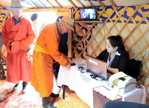 与党苦戦、最大野党優勢か モンゴル総選挙、投票終わる