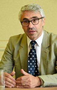 OECDのパスカル・サンタマン租税局長=京都市内