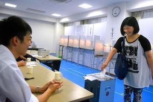 奈良)天理大に期日前投票所、高校生も投票 参院選
