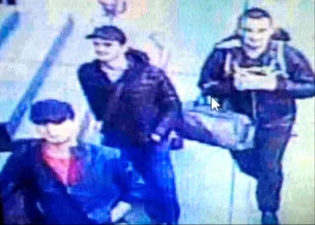 6月28日にイスタンブールの空港で撮影された監視カメラの映像に、実行犯とみられる3人が映っていた=ロイター