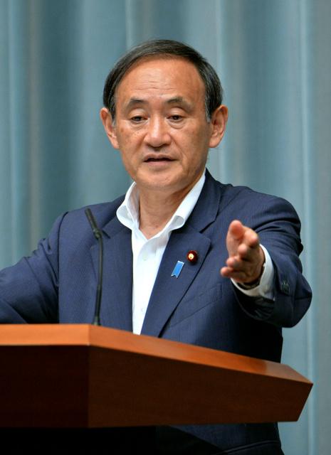 日本人の死亡が確認されたことについて会見する菅義偉官房長官=2日午後11時32分、首相官邸、日吉健吾撮影