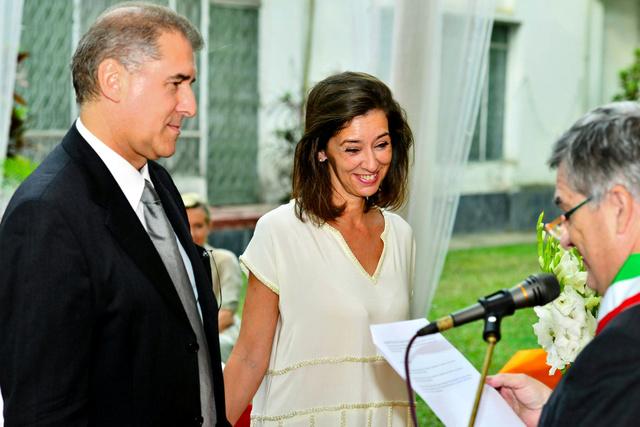 ジャンニ・ボスケッティさん(左)と妻クラウディア・ダントーナさん。2人は約2年前にダッカのイタリア大使館で結婚式をあげた=ANSA