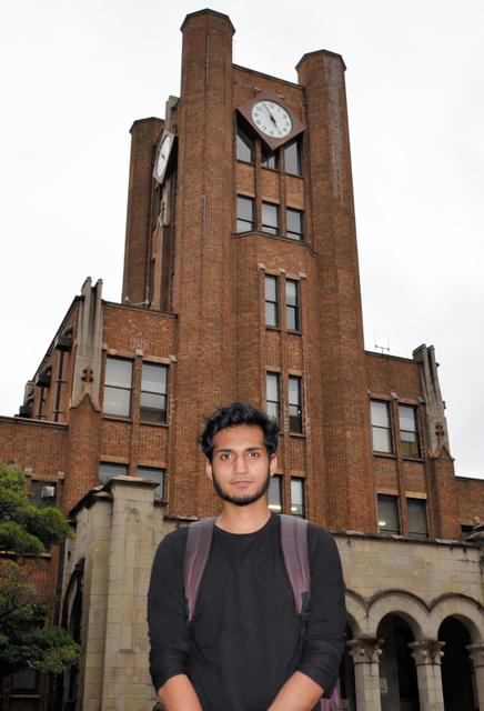 バングラデシュ人の東京大学3年生、イシュラク・ジャイギルダーさん=東京都目黒区の東大駒場キャンパス