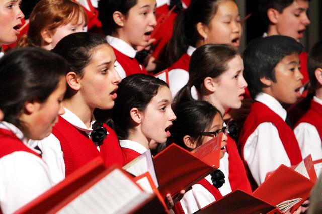 創立30周年を記念し、広島で歌声を披露するロサンゼルス少年少女合唱団=県合唱連盟事務局提供