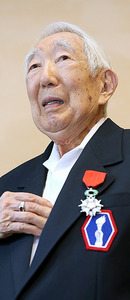 (ひと)エドワード・ヤマサキさん 仏勲章を贈られた長崎在住の元日系米軍人