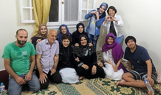 シリアからの難民の方々のお宅にお邪魔しました