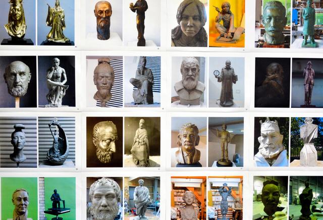 応募された彫刻作品の写真の一部=行橋市