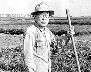 戦後は埼玉県の滑走路跡地で農業を営んだ遠藤三郎・元陸軍中将=1954年