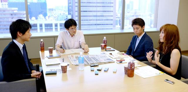今回の参議院選挙について話す那須野純花さん(右端)、安田洋祐さん(右から2人目)、佐藤信さん(左端)=西田裕樹撮影