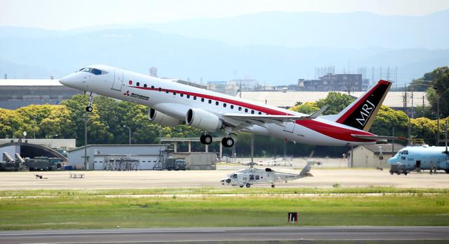 飛行試験中のMRJ2号機=5月末、愛知県豊山町の県営名古屋空港