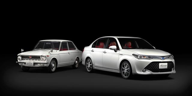9月に発売するカローラの特別仕様車(右)と初代カローラ