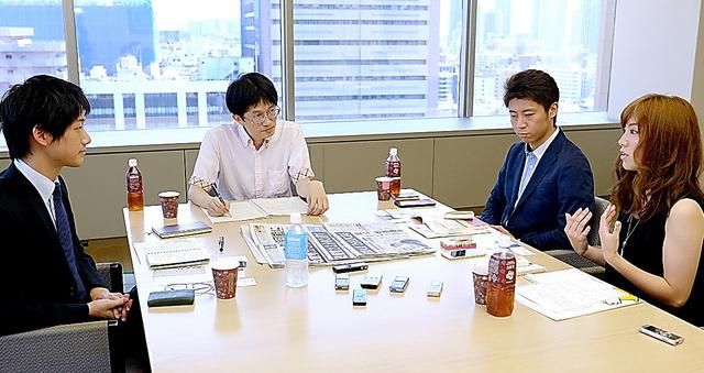 今回の参議院選挙について話す那須野純花さん(右端)、安田洋祐さん(右から2人目)、佐藤信さん(左端)=いずれも西田裕樹撮影