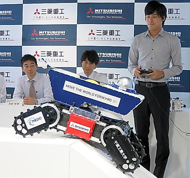 三菱重工業と千葉工業大学が開発した遠隔操作ロボット=東京都港区