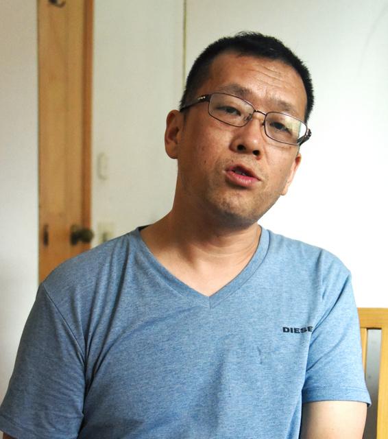 拘束中の状況について話す隋牧青弁護士=広州、延与光貞撮影