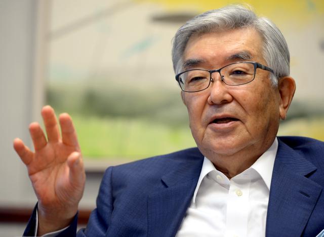 資本市場には新ビジネスや成長産業を育てる重要な役割がある、と説く斉藤惇さん。現在はKKRジャパンの会長を勤める=西田裕樹撮影