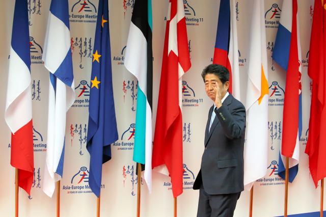 アジア欧州会議(ASEM)会場に到着した安倍晋三首相=15日午前、モンゴル・ウランバートル、飯塚晋一撮影