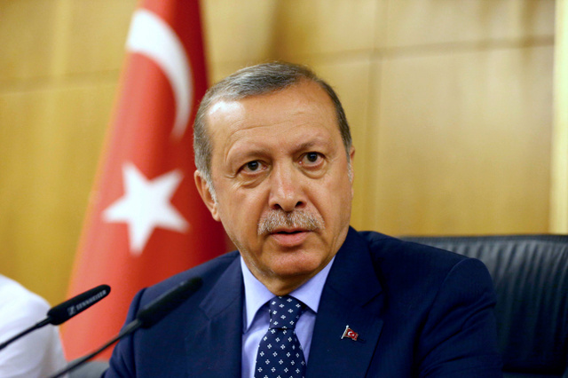 イスタンブールで16日、軍によるクーデターの試みを受け、会見するトルコのエルドアン大統領=ロイター